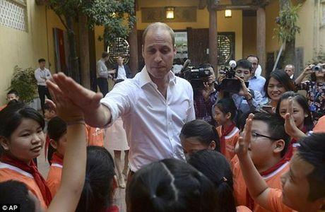 Hoang tu William da bong cung tre em Viet Nam len bao Tay - Anh 4