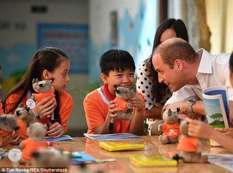 Hoang tu William da bong cung tre em Viet Nam len bao Tay - Anh 8