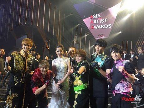 Chi Pu dang duoc showbiz Han vi voi 2 'nu than' nay... - Anh 4