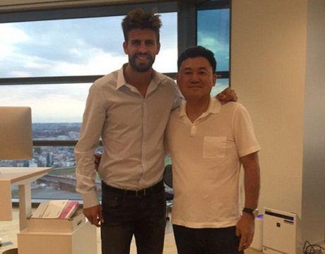 Nho Pique va Shakira, Barca thua tien de 'troi chan' Messi - Anh 2