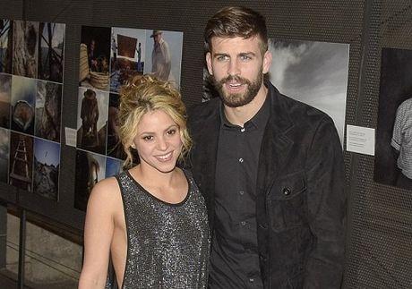 Nho Pique va Shakira, Barca thua tien de 'troi chan' Messi - Anh 3