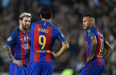 Nho Pique va Shakira, Barca thua tien de 'troi chan' Messi - Anh 6