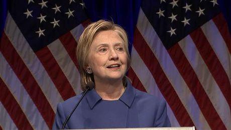 Ba Clinton lan dau xuat hien va chinh thuc len tieng sau 'that bai' tai bau cu My - Anh 2
