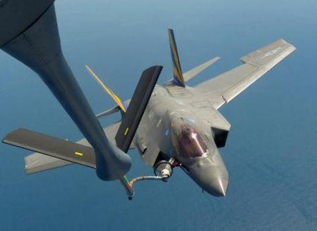 Tong thong Donald Trump huy mua tiem kich F-35? - Anh 1