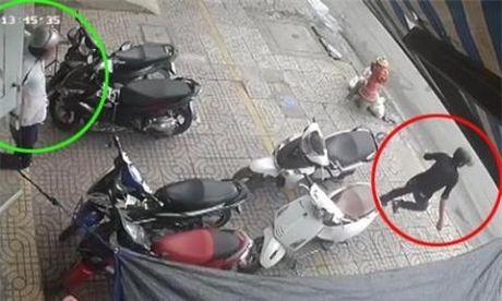 Clip: Thanh nien trom hut xe SH, bi duoi chay ban song - Anh 3