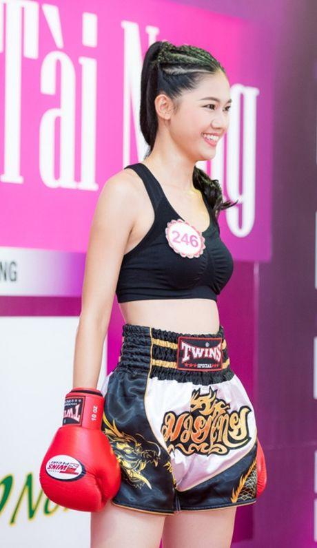 A hau Thanh Tu tap boxing nhu con trai de giam can - Anh 1