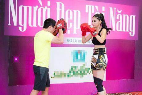 A hau Thanh Tu tap boxing nhu con trai de giam can - Anh 2