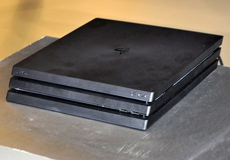 Anh thuc te may choi game PlayStation 4 moi va tay cam khong day - Anh 1
