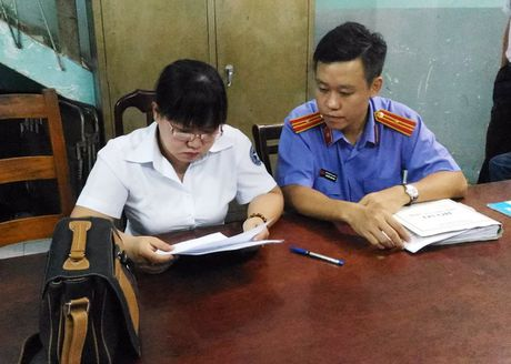 Chap hanh vien Thi hanh an dan su quan 3 bi bat - Anh 1