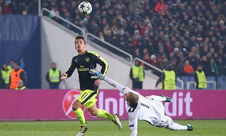 Nhung gi Mourinho can, Oezil co du - Anh 1