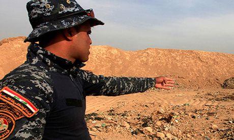 Phien quan IS sat hai 300 canh sat Iraq tai Mosul? - Anh 1