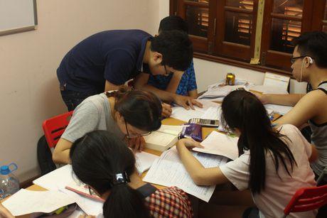 Chang thu khoa 9X quyet theo duoi nghiep trong nguoi - Anh 2
