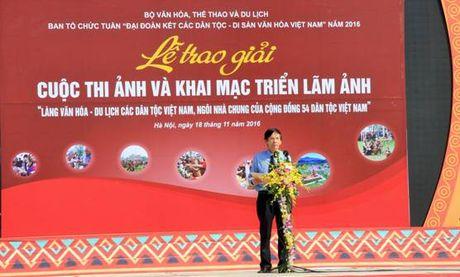 Trao giai cuoc thi anh Lang Van hoa – Du lich cac dan toc Viet Nam - Anh 1