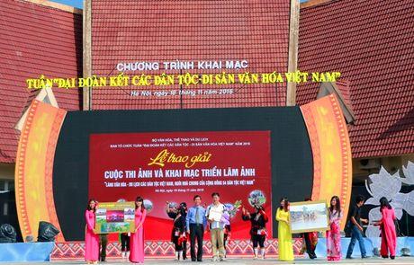 Trao giai cuoc thi anh Lang Van hoa – Du lich cac dan toc Viet Nam - Anh 2