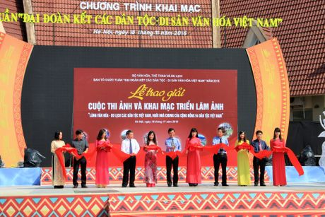 Trao giai cuoc thi anh Lang Van hoa – Du lich cac dan toc Viet Nam - Anh 3