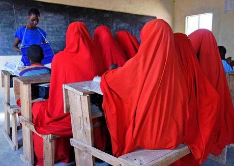Kenya: Truong hoc giup thay doi so phan co dau nhi - Anh 1