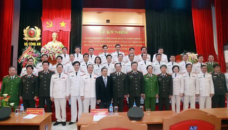 Bo Cong an to chuc Le ky niem 34 nam Ngay nha giao Viet Nam 20-11 - Anh 1