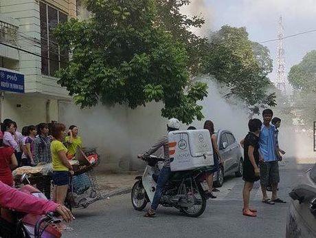 Pho Bi thu Thuong truc Thanh uy Ha Noi tham, dong vien nan nhan vu chay no tram bien ap tai Ha Dong - Anh 2
