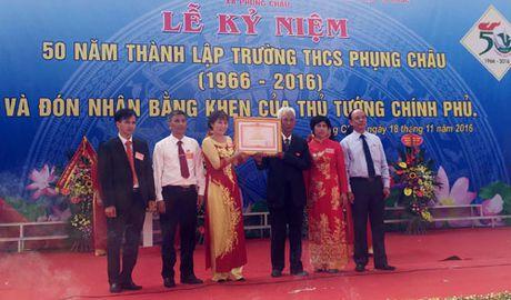 Truong THCS Phung Chau don nhan Bang khen cua Thu tuong Chinh phu - Anh 2
