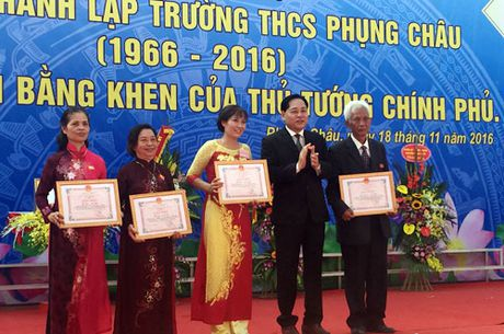 Truong THCS Phung Chau don nhan Bang khen cua Thu tuong Chinh phu - Anh 3