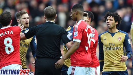 M.U – Arsenal: Nhin lai nhung tran thu hung tai Old Trafford - Anh 1