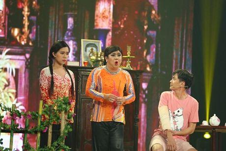 """Gia Bao ap luc khi """"mua riu"""" truoc mat Hoai Linh - Anh 2"""