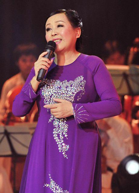 Cuoc hoi ngo thay tro noi tieng lang nhac tren san khau nhan dip 20/11 - Anh 4