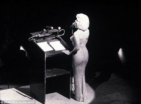 Vay Marilyn Monroe dien sinh nhat Tong thong My dat gia ky luc 4,8 trieu USD - Anh 1