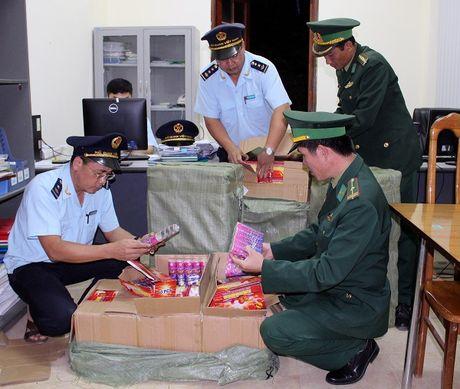 Quang Ninh bat giu gan 3 tan phao - Anh 1