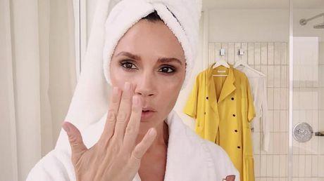 Xem Victoria Beckham trang diem trong 5 phut - Anh 1