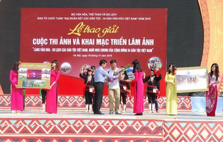 Khai mac trien lam anh ve Lang Van hoa - Du lich cac dan toc Viet Nam - Anh 1