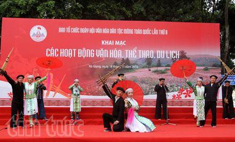 Tung bung Ngay hoi van hoa dan toc Mong toan quoc - Anh 1