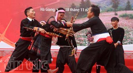 Tung bung Ngay hoi van hoa dan toc Mong toan quoc - Anh 9