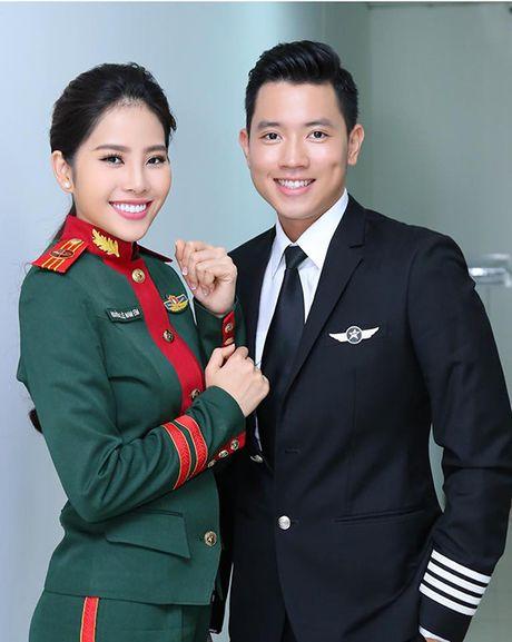 Sao Viet 18/11: Ngoc Trinh mac ho bao giua troi ret, Le Thuy tinh tu voi ong xa - Anh 5