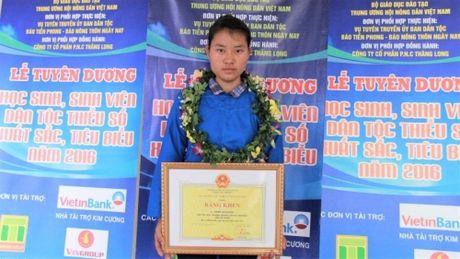 Bo GD&DT dong y de DH Luat bao luu diem cho nu sinh Ha Giang - Anh 1