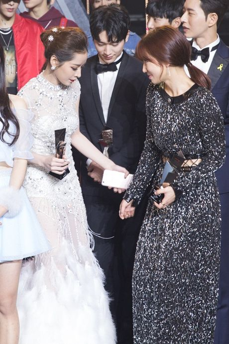Sau Asia Artist Awards 2016, Chi Pu tra loi phong van dai KBS - Anh 4