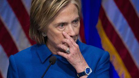 Sau that bai, Hillary Clinton 'chi muon nam cuon tron doc sach' - Anh 1