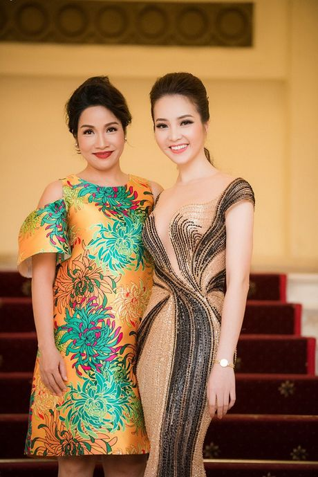 A hau Thuy Van hoa nu than, lan at nhan sac Hong Nhung, My Linh - Anh 3