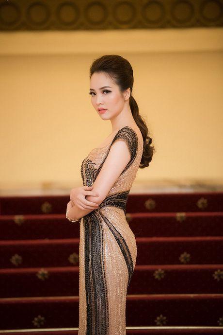 A hau Thuy Van hoa nu than, lan at nhan sac Hong Nhung, My Linh - Anh 5