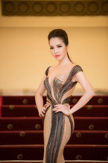 A hau Thuy Van hoa nu than, lan at nhan sac Hong Nhung, My Linh - Anh 6