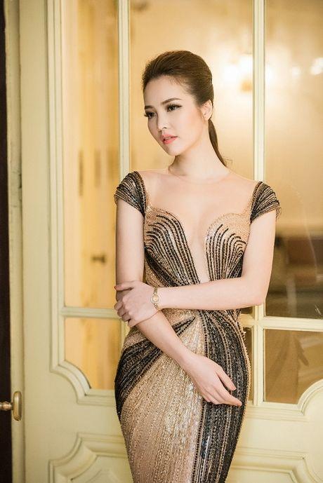A hau Thuy Van hoa nu than, lan at nhan sac Hong Nhung, My Linh - Anh 7