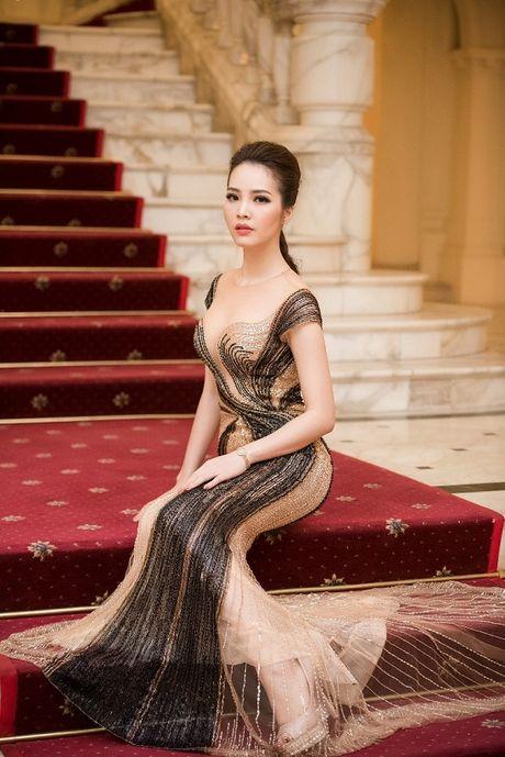 A hau Thuy Van hoa nu than, lan at nhan sac Hong Nhung, My Linh - Anh 8