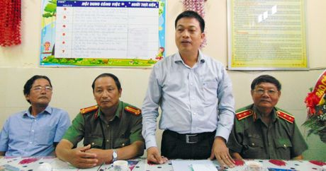 Trao tien ho tro Truong Mau giao Cam Nam nhan dip 20-11 - Anh 2