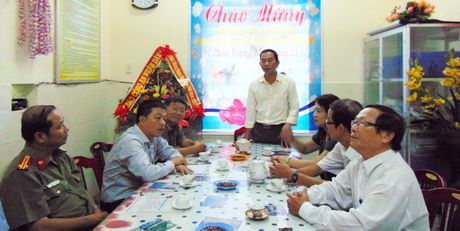 Trao tien ho tro Truong Mau giao Cam Nam nhan dip 20-11 - Anh 4