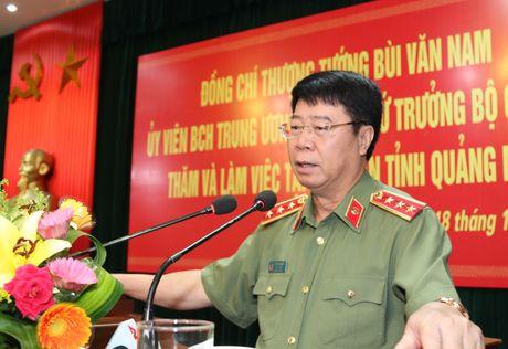 Thu truong Bui Van Nam lam viec voi Cong an Quang Binh - Anh 2