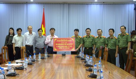 Thu truong Bui Van Nam lam viec voi Cong an Quang Binh - Anh 3