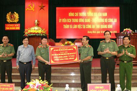 Thu truong Bui Van Nam lam viec voi Cong an Quang Binh - Anh 4