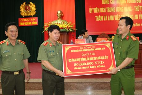Thu truong Bui Van Nam lam viec voi Cong an Quang Binh - Anh 5
