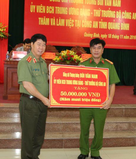 Thu truong Bui Van Nam lam viec voi Cong an Quang Binh - Anh 6