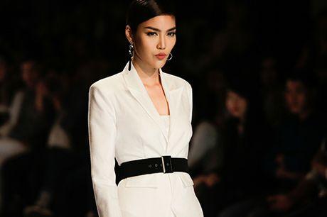 Lan Khue, Trang Khieu ke tung nguoi hung tren san dien thoi trang - Anh 11